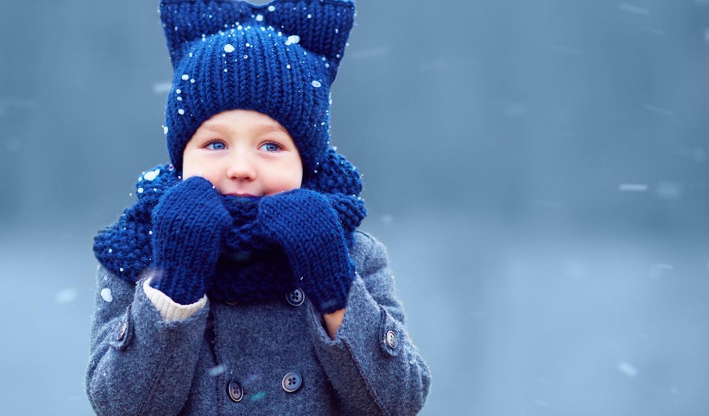 bebé con gorro invierno