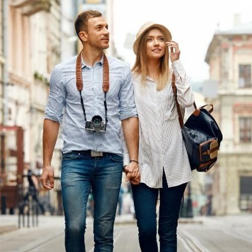 pareja caminando